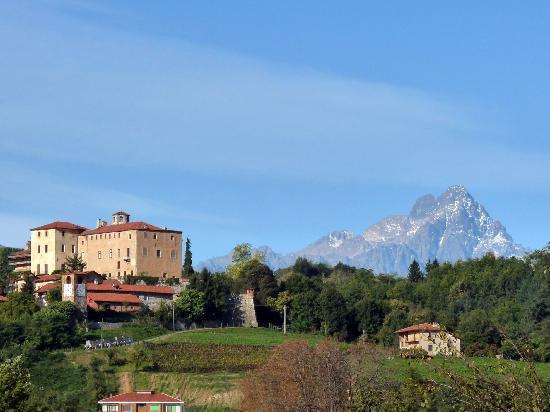 Sogni e Tulipani Bed & Breakfast: Castello di Manta
