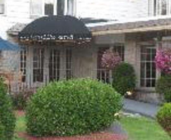 Winwood Inn & Condos Thumbnail