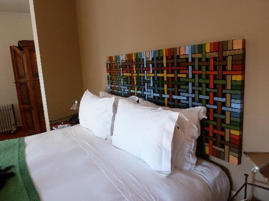 albergaria do calvario arte en el cabezal de la cama
