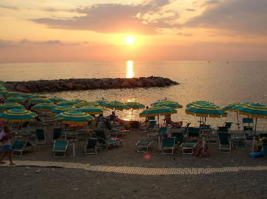 Hotel delle Stelle Beach Resort: Tramonto on the beach