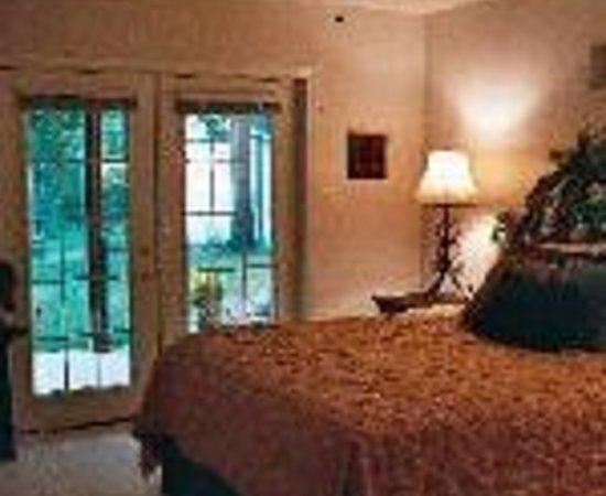 Plum Pond Bed & Breakfast of East Texas Thumbnail