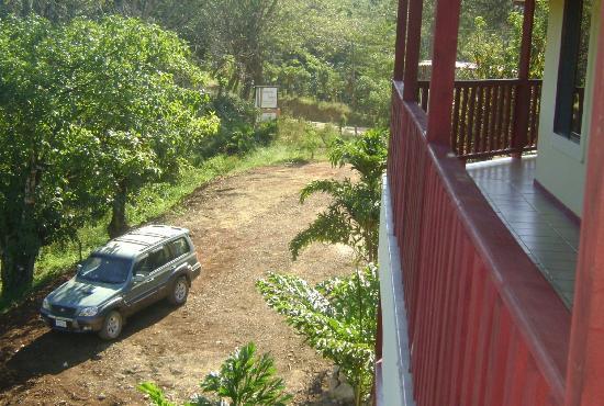 Bosque Zuma Lodge: PARKING AREA