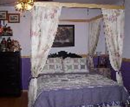 Fishermans Widow Bed & Breakfast: Fishermen's Widow Bed & Breakfast Thumbnail