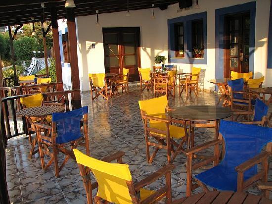 Lipsi, Grecia: Hotel Aphroditi - lower terrace.
