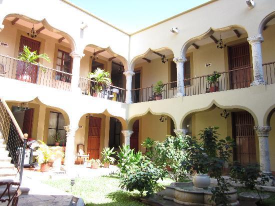Hotel Montejo: Pleasant courtyard with fountain
