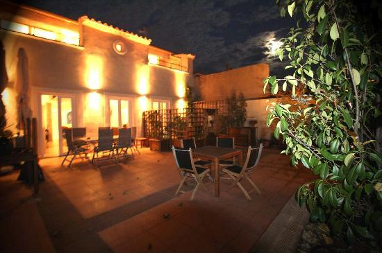 Petit Hotel Marseillan: south terrace on 1st floor of main house