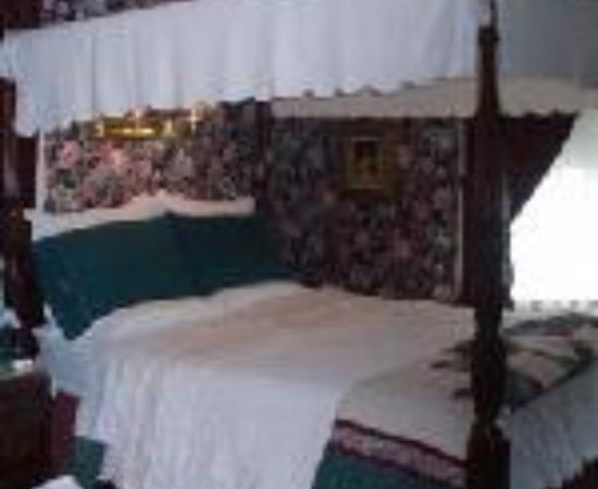 Classic Victorian Estate Inn: Classic Victorian Bed and Breakfast Thumbnail