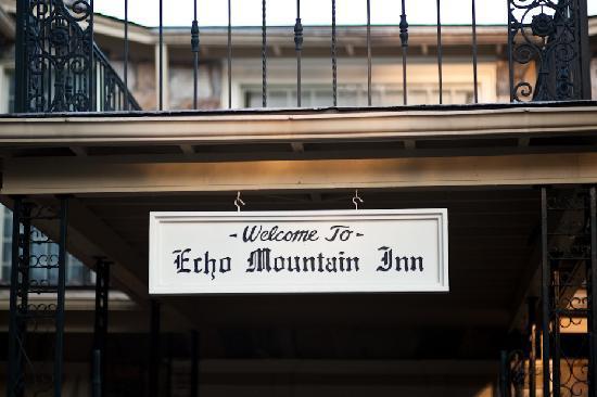Echo Mountain Inn: Entrance to the Inn