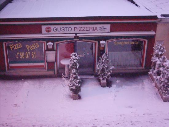 Hotel Mozart : La pizzeria di fronte