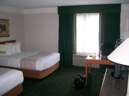 La Quinta Inn & Suites Atlanta Ballpark at Cobb Galleria: Inside View, 2 Dbl Beds