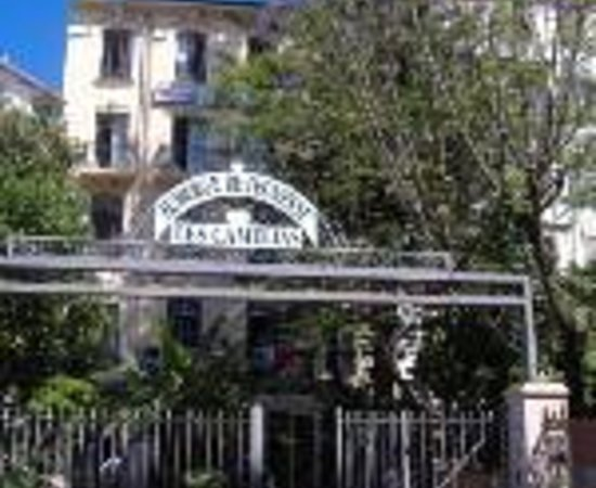 """Auberge de Jeunesse """"Les Camelias"""": Hotel les Camelias Thumbnail"""