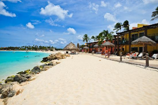 Tamarijn Aruba All Inclusive : In front bldg 11-13 looking towards Divi