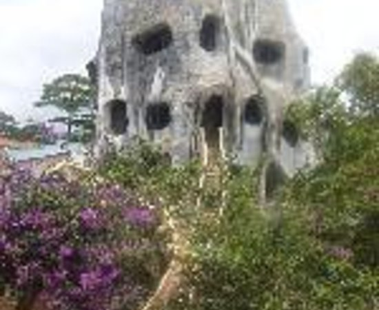 Crazy House: Hang Nga Guesthouse Thumbnail