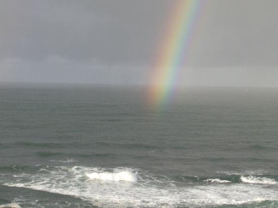 Clarion Inn Surfrider Resort: rainbow and surf from balcony