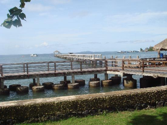 Cocotinos Manado : Looking onto the jetty from our room