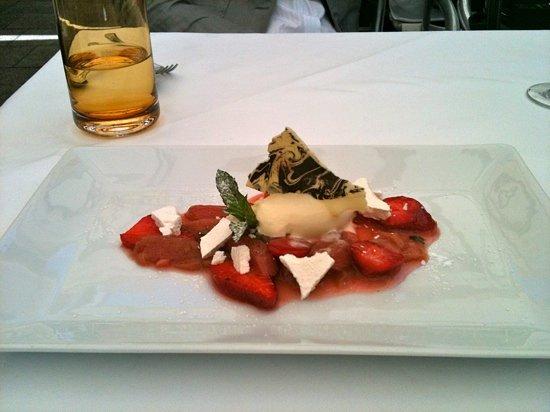 Ristorante Martinelli: One of Luca's dessert creations.