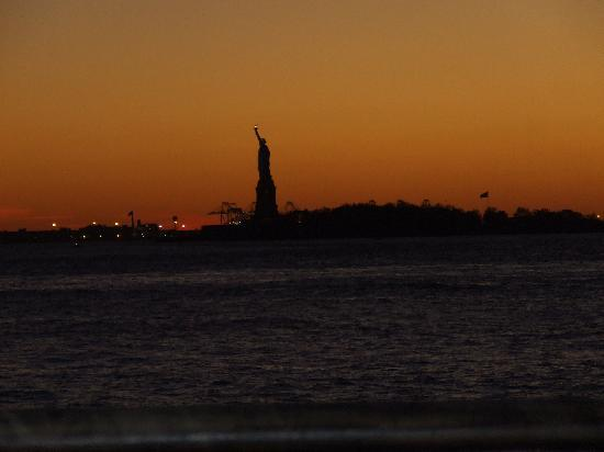Salisbury Hotel: Lady Liberty at sunset