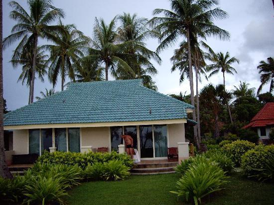 "Good Days Lanta Beach Resort: ""good days bungalows"" long beach"