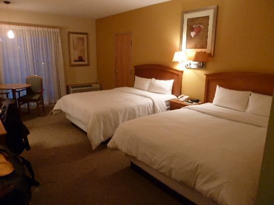 Banff Inn: Beds in our room