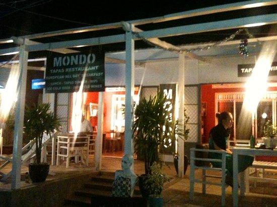 Mondo Restaurant & Lounge: During our visit eating tapas at mondo!
