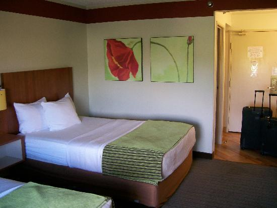 La Quinta Inn & Suites Huntsville Madison Square: Inside View, 2 Dbl Beds