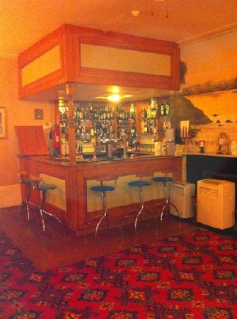 Gordon House Hotel: hotel bar