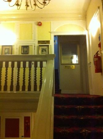 Gordon House Hotel: First floor landing
