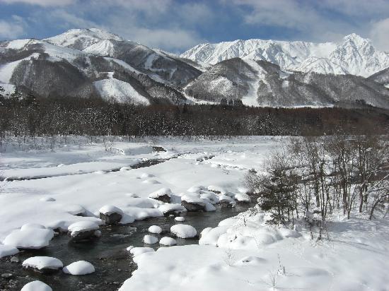 Hakuba, Japan: 冬の白馬大橋からの眺め