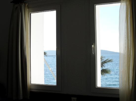 Artemis Pansiyon: Our windows with ocean view