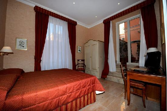 Roman Terrace: Room1