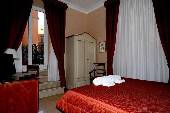 Roman Terrace: Room3