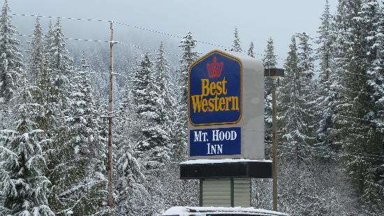 BEST WESTERN Mt. Hood Inn : Snowed the whole time