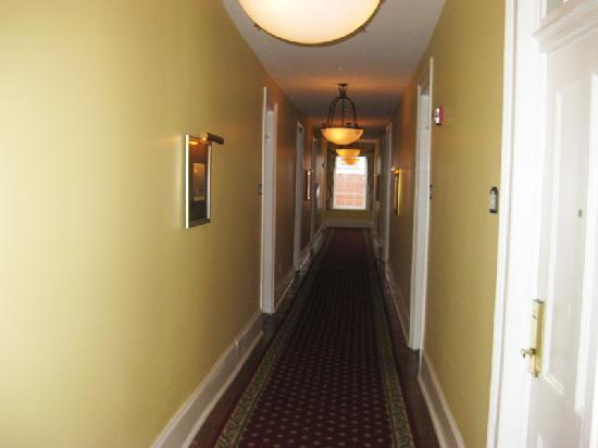 narrow hallway picture of the marshall house savannah tripadvisor. Black Bedroom Furniture Sets. Home Design Ideas