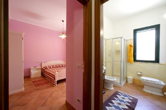 Brezza d'Estate: camera da letto - bagno