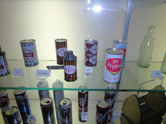 Dr Pepper Museum : Old school cans