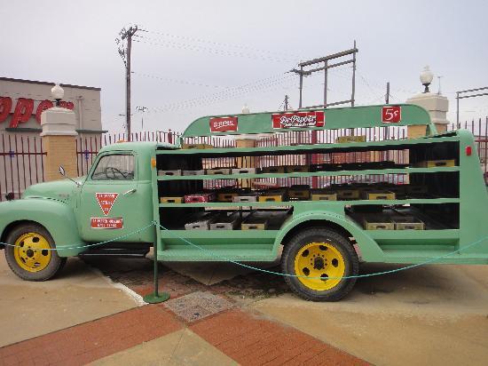 Dr Pepper Museum: Dr. Pepper truck outside