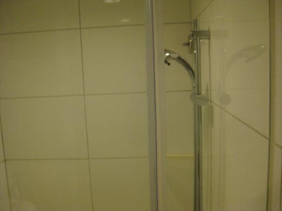 The Fleming, Hong Kong: shower