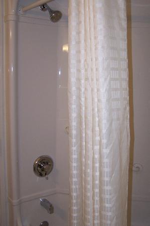 Motel 6 Springfield : Shower