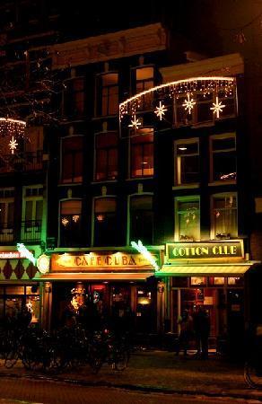 Inn Old Amsterdam on a winter night
