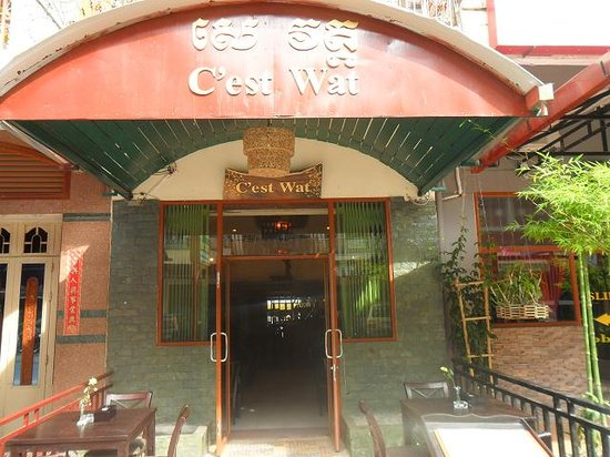 C'est Wat Guesthouse: Main Entrance