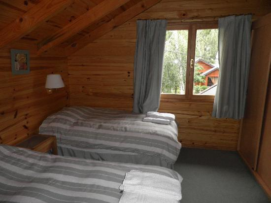 Apart Hotel Los Abedules: Dormitorio planta alta
