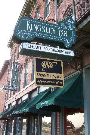 Kingsley Inn: The riverside entrance ...