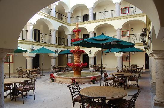 Estrella Del Mar Resort Mazatlan: Las Villas Hotel Courtyard, Mazatlan, Mexico
