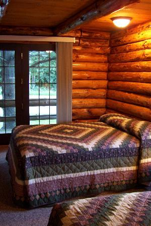 Rivers Edge Resort and Motel: Beds
