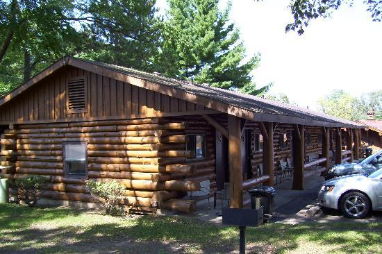 Rivers Edge Resort and Motel: Log Motel