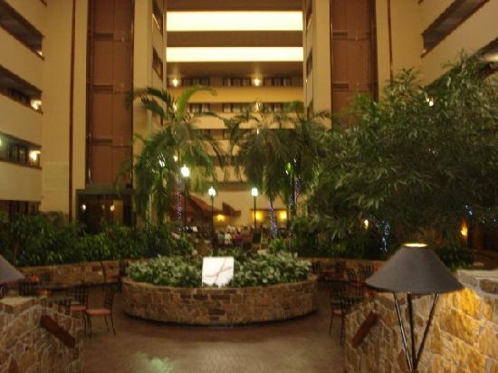 Embassy Suites by Hilton Oklahoma City Will Rogers Airport: Entrance