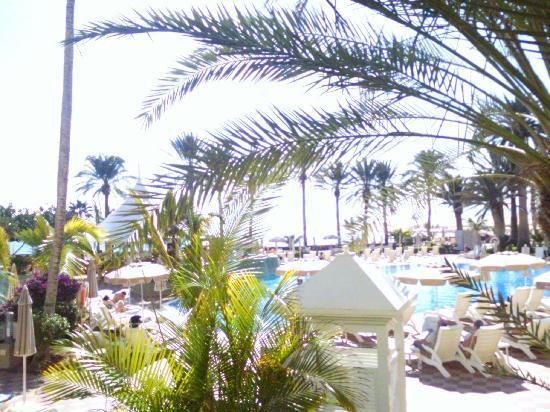 Hotel Riu Palace Tres Islas: Pool area