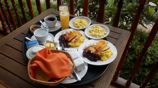 Restaurant & Hotel Medio Mundo: Breakfast in balcony