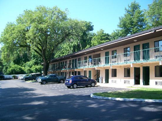 Howard Johnson Express Inn - Tallahassee: Outside View