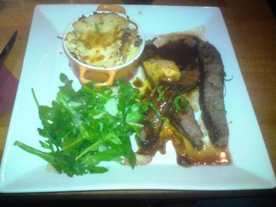 """Svenssons Taverna: Flanksteak """"bistecca"""", med sicilianskt smör, ruccola, parmesan och potatisgratäng"""